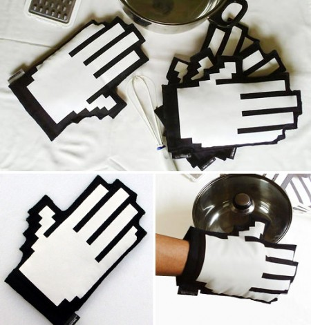 clicking hand oven mitt 450x471 Clicking Cursor Hand Kitchen Mitts