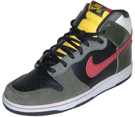 Nike SB Dunk High Star Wars Boba Fett Edition Sneakers Appear to Have Little to Do with the Bounty Hunter