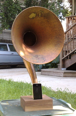 Antique Horn Speaker Made Into iPod Dock