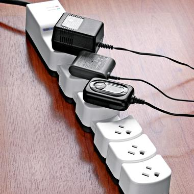Socket Sense Surge Protector Expands to Fit All Your Plugs