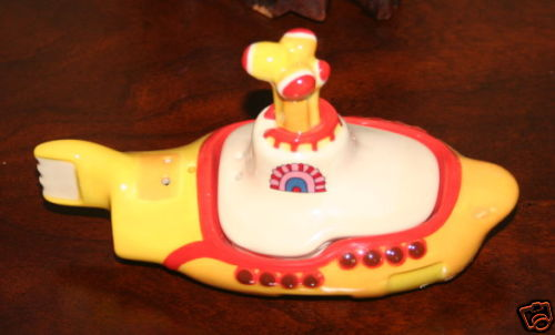 yellow-submarine-salt-pepper-shaker