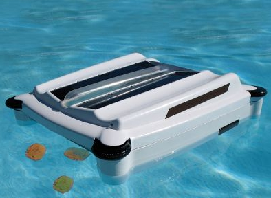 Solar Powered Robotic Pool Skimmer is a Green Way to Remove Greens from Your Ool