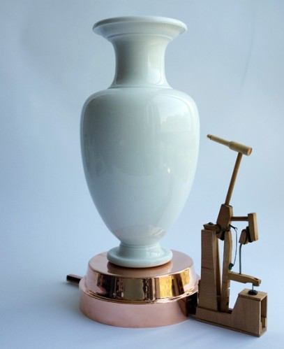 Vase Knocking Clock