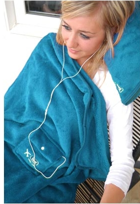 blanket with pocket Travel Blanket with a Gadget Pocket is Like a Snuggie for Geeks