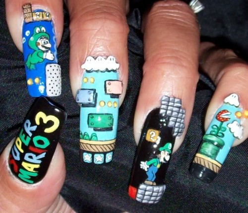 Lady Geek Fashion: Super Mario Painted Fingernails