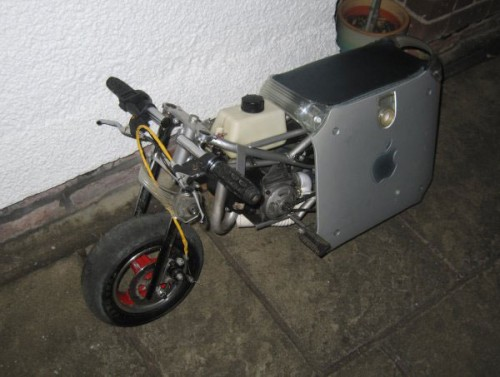 Apple PowerMac G4 Modded into a Motorcycle