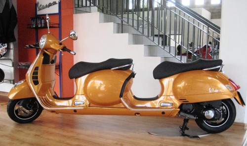 stretch limo vespa scooter is luxuriously unnecessary craziest gadgets. Black Bedroom Furniture Sets. Home Design Ideas