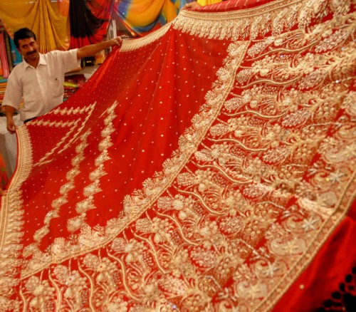 Singing Sari Has Embedded Microspeakers