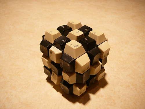 Клавиатурный кубик Рубика.