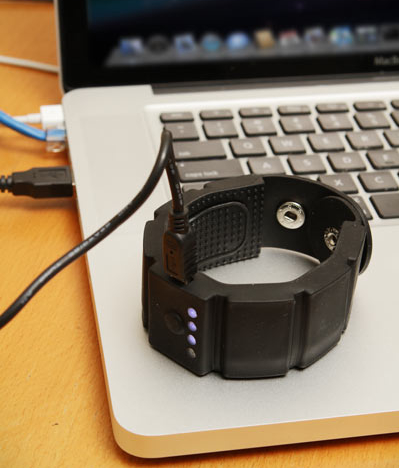 ceca wrist charger ondesk Universal Wrist Charger Puts a Battery Pack on Your Wrist