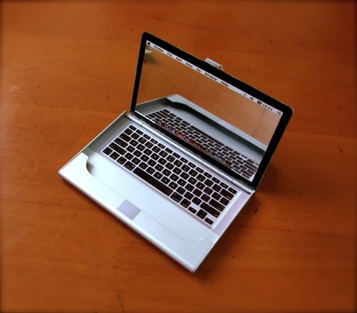 MacBook Business Card Holder is Perfect for Apple Fanboys' Cards