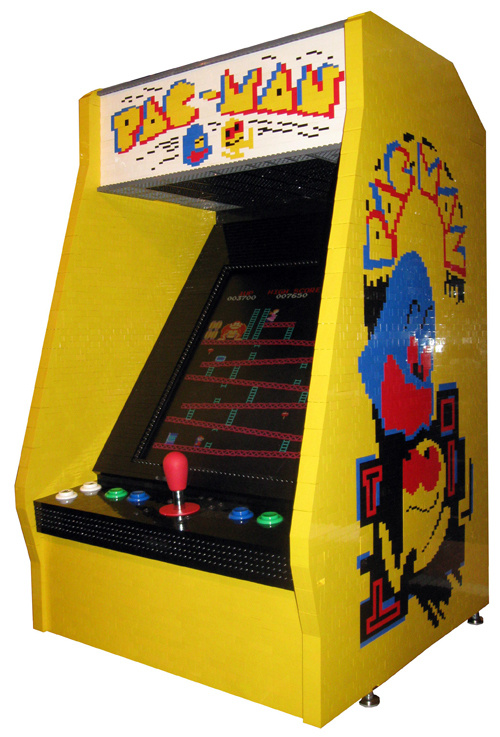 Playable Arcade Cabinet Made of LEGO