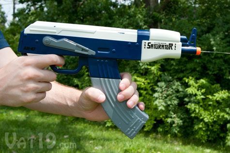 saturator ak 47 watergun Saturator AK47 Water Gun Puts Automatic Weaponry in Water Fights