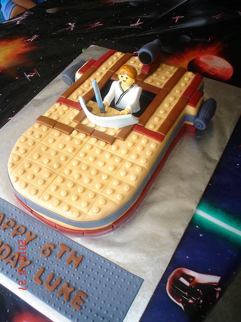 Star Wars LEGO Landspeeder Cake