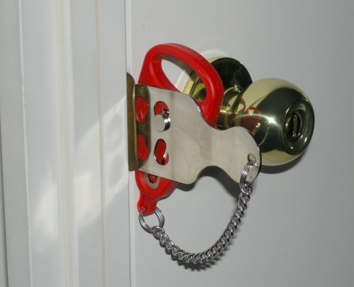 add a lock 500x406 Pinboard