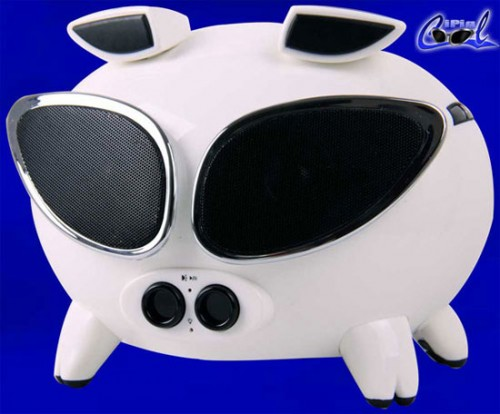 Speakal iPig Cool iPod Dock is More Than Just Lipstick on a Pig