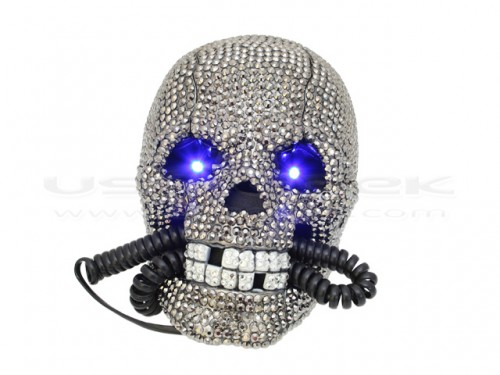 diamondskullphone 500x375 Diamond Skull Phone with Light Up Eyes