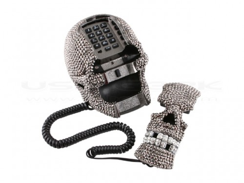 diamondskullphone3 500x375 Diamond Skull Phone with Light Up Eyes