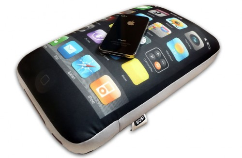 iphone 4 cushion 1 500x326 iPhone 4 Pillows
