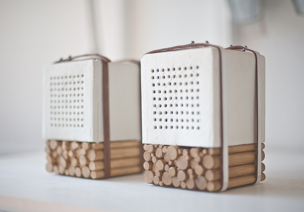 Natural Speaker Uses Ceramic Atop Wooden Sticks