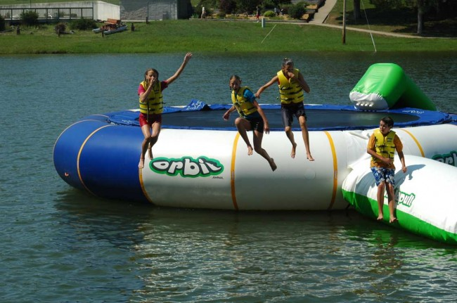 aviva 25 orbit floating trampoline 650x431 Inflatable Floating Trampolines