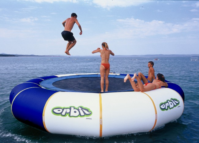 inflatable trampoline 650x466 Inflatable Floating Trampolines