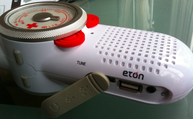 eton rover5 Review: Eton Rover Emergency Radio Charger Flashlight