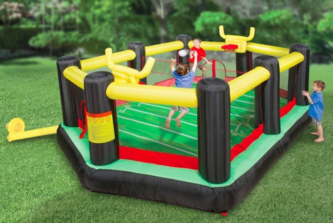 inflatable backyard sports arena 650x436 Pinboard