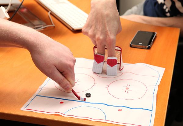 finger hockey Pinboard