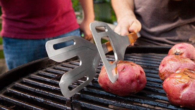 Stake 3 In 1 Grilling Tool