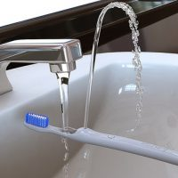 Rinser Toothbrush Turns into a Drinking Fountain