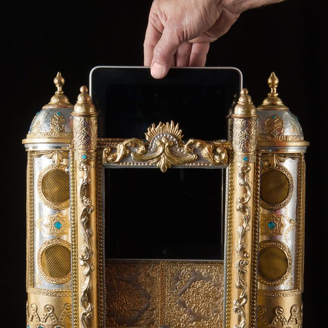 ipad ornate holder 650x650 The Most Ridiculously Ornate iPad Dock Ever