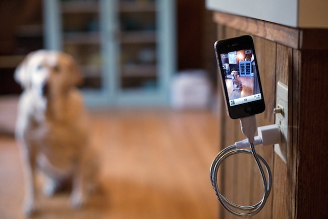 Une Bobine: iPhone Charging Cable and Flexible Tripod