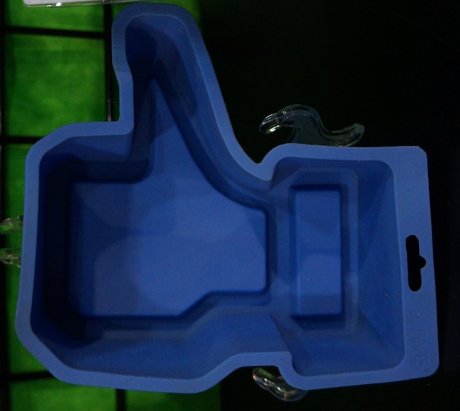 Like this Cake: Thumbs Up Cake Mold