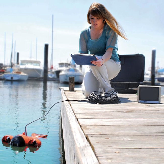 aquabotix in use iPad Controlled Submarine Videocamera