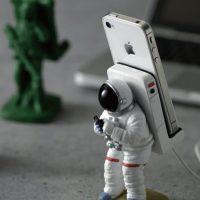 astronaut phone holder
