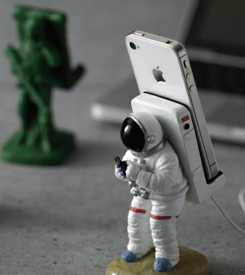 astronaut phone holder Pinboard