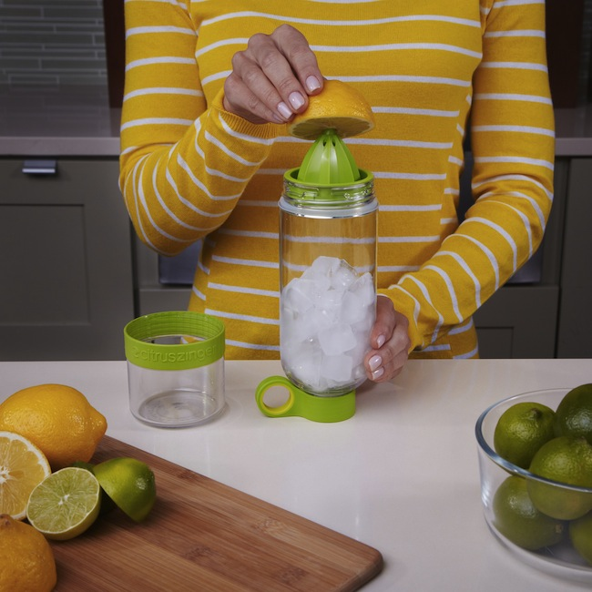citrus zinger Water Bottle with Built in Citrus Juicer
