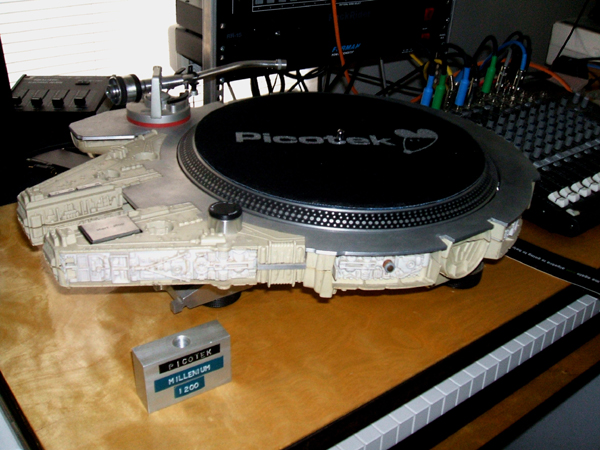 Millennium Falcon Turntable