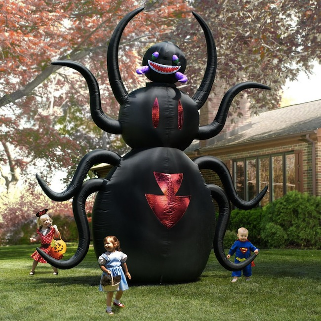 Giant Halloween Decoration: 12′ Animated Spider